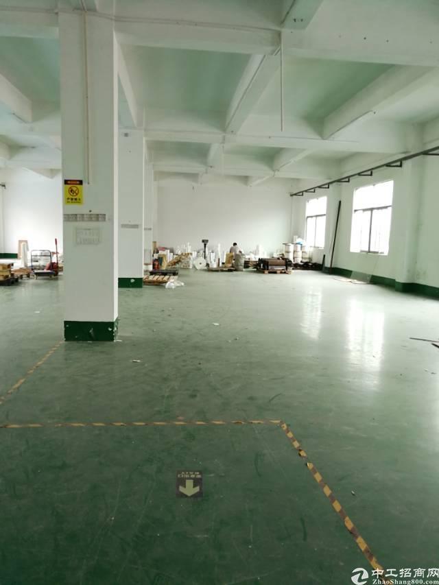 横岗地铁站附近三楼带精装修1200平米标准厂房招租
