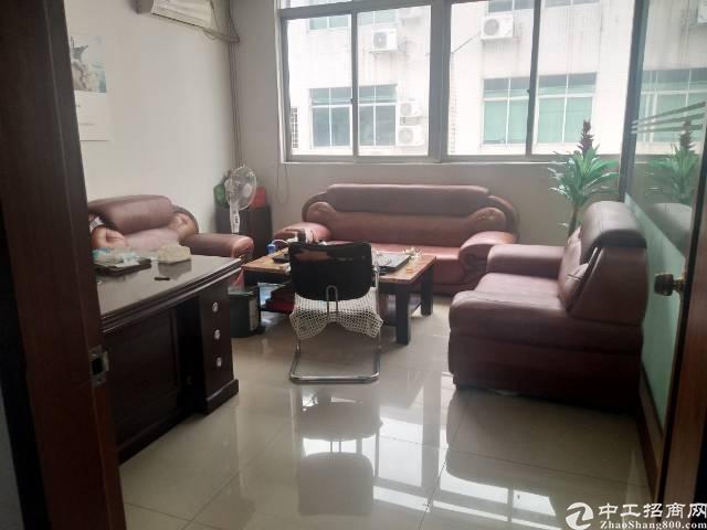 福永塘尾大型工业区楼上新出2000平米带装修不要转让费