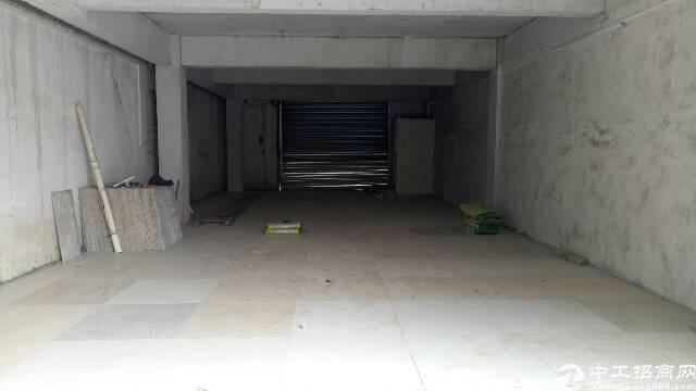 广州新塘新出原房东店铺出租。