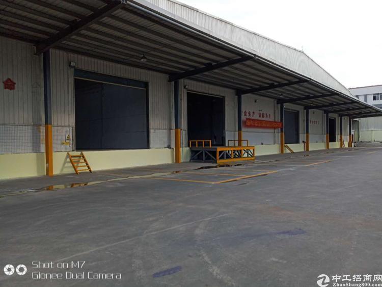 新塘镇滴水10米钢构厂房