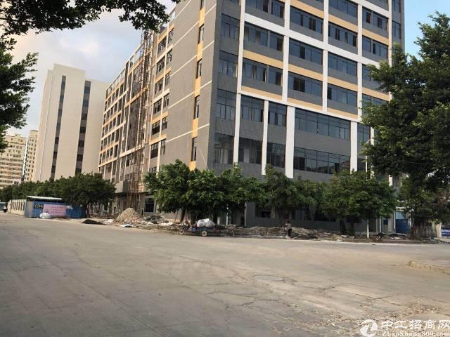 沙井后亭地铁口新出楼上整层2300平精装厂房出租