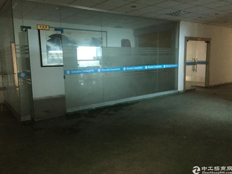 松岗大田洋工业区三楼带精装办公室厂房1300平米无公摊出租