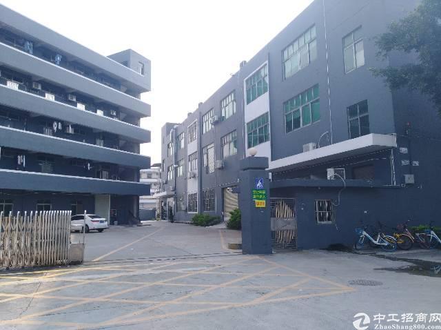 松岗地铁口附近楼上1800平米带装修厂房出租