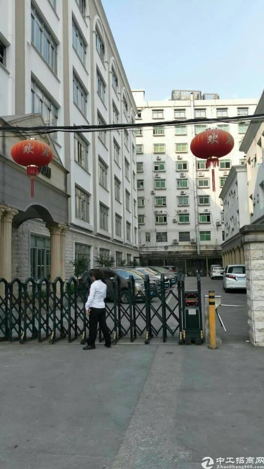 出售龙岗中心城南联地铁站附近红本独门独院厂房。适合投资自用