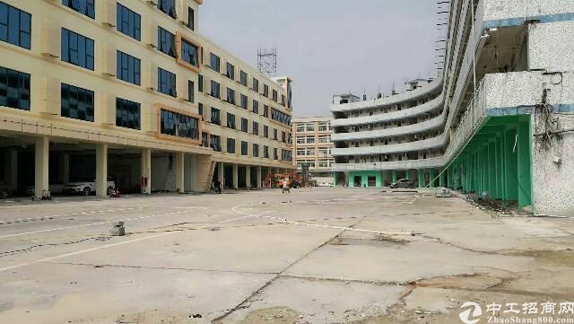 布吉,新出宿舍楼,适合做公寓,合同8年,面积4800平