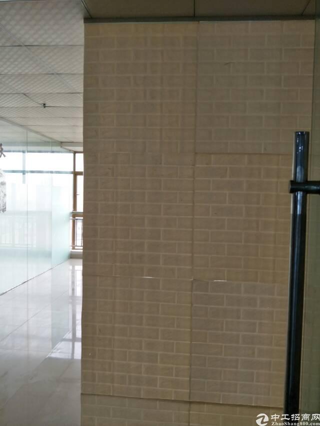 松岗地铁口新出精装修写字楼110平方米招