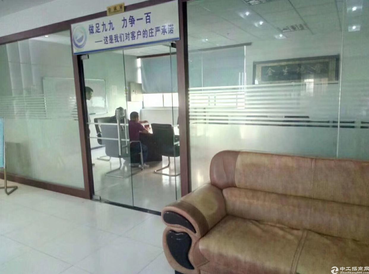 龙岗宝龙高新区 厂房3楼  1900平,带精装修消防喷淋