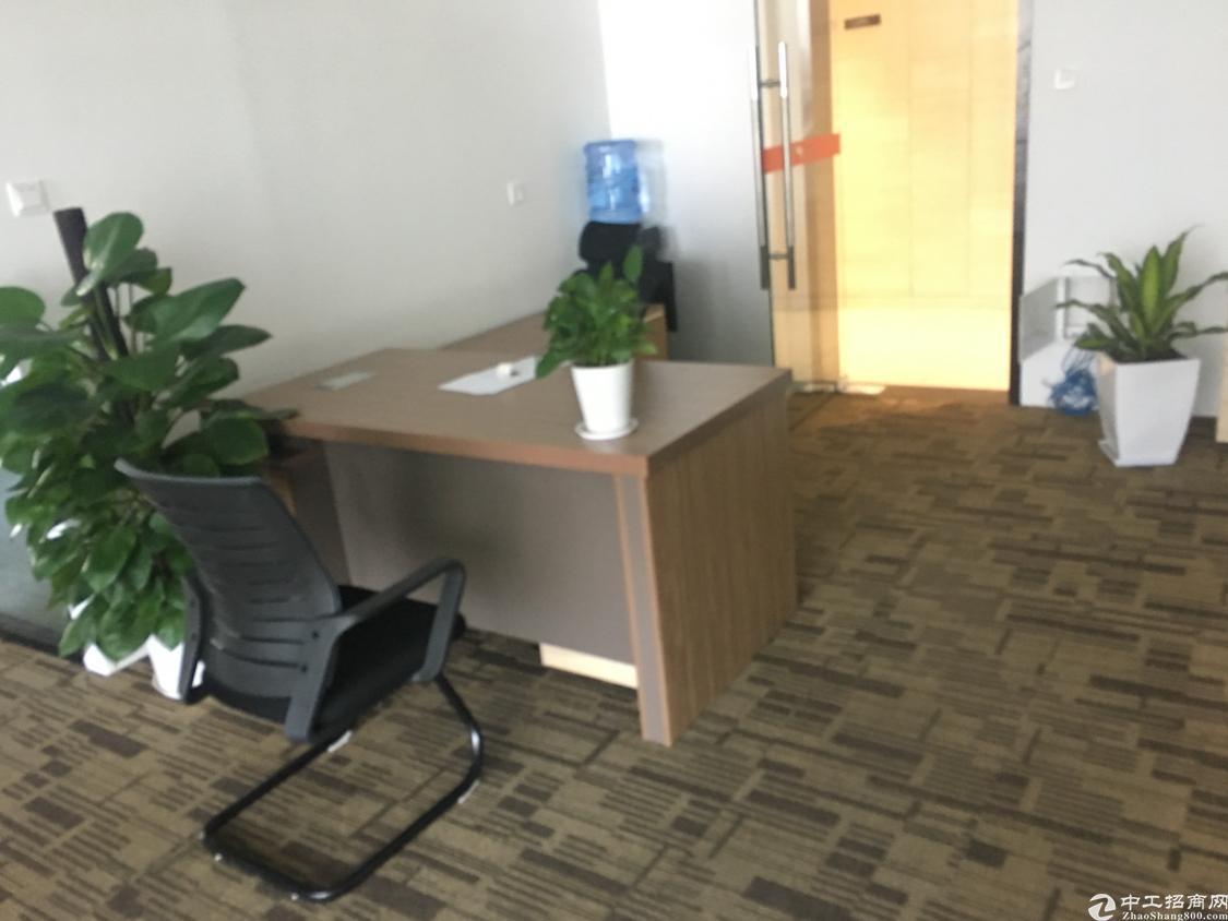 梅林关美丽的湖景办公室