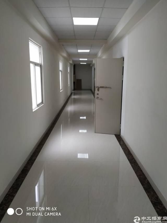 西乡固戍二路附近新出楼上388平标准厂房