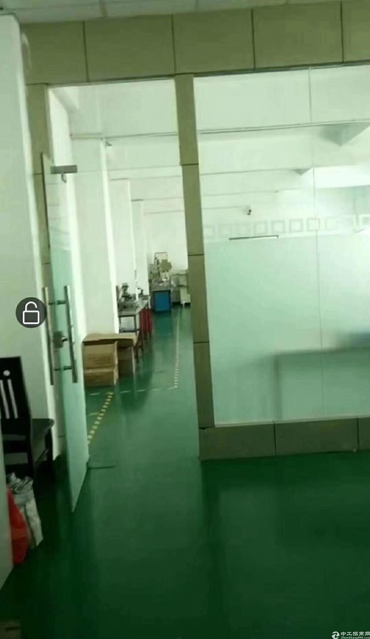 龙岗五联楼上精装修厂房1000平方米招租