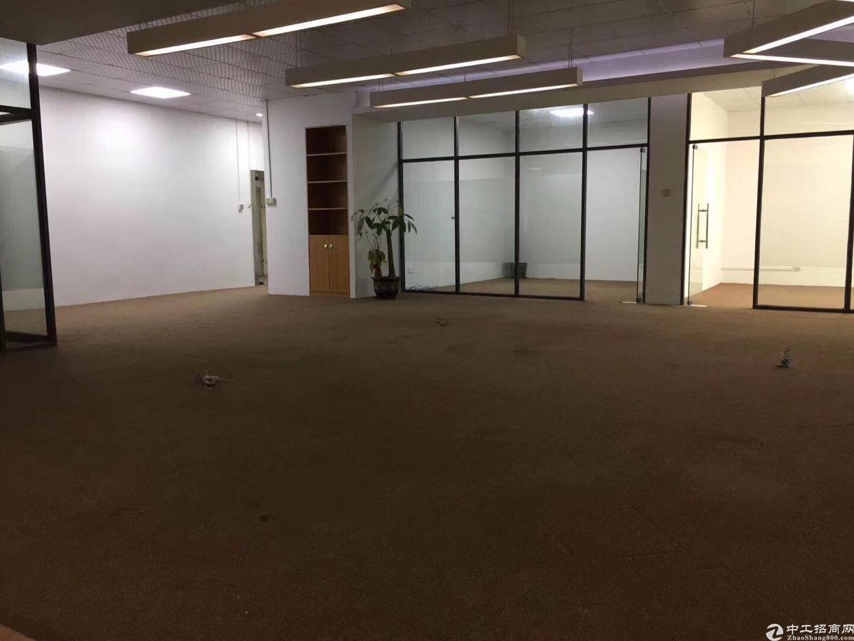 横岗塘坑地铁站附近新出独院三楼280平厂房出租,精装修,