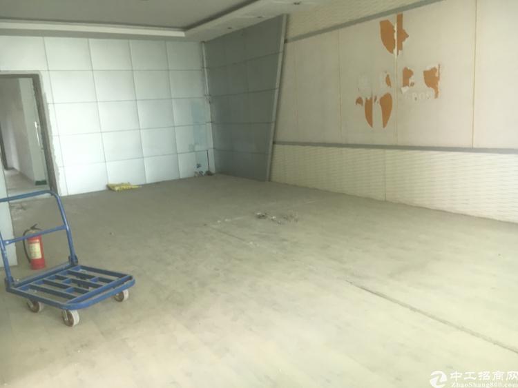 福永和平新出楼上1500平方厂房出租-图2
