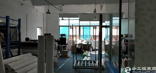 平湖华南城西门附近楼上158平方带装修厂房出租