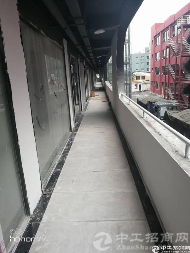厚街镇溪头原房东出租宿舍楼改造厂房900平方,全新电梯到位