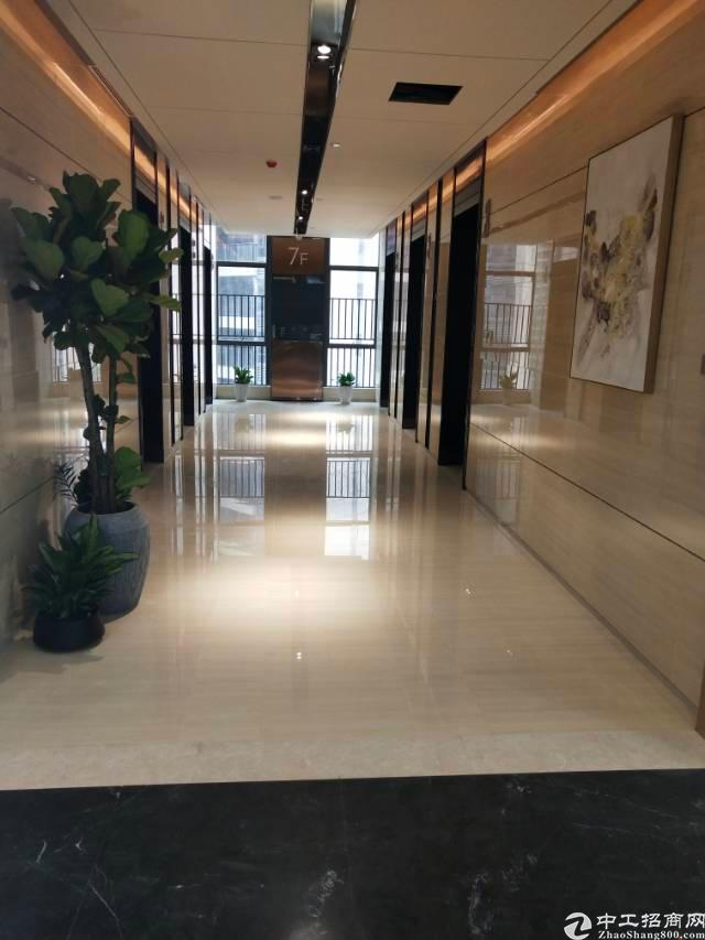 深圳龙华地铁口218平豪华写字楼出租