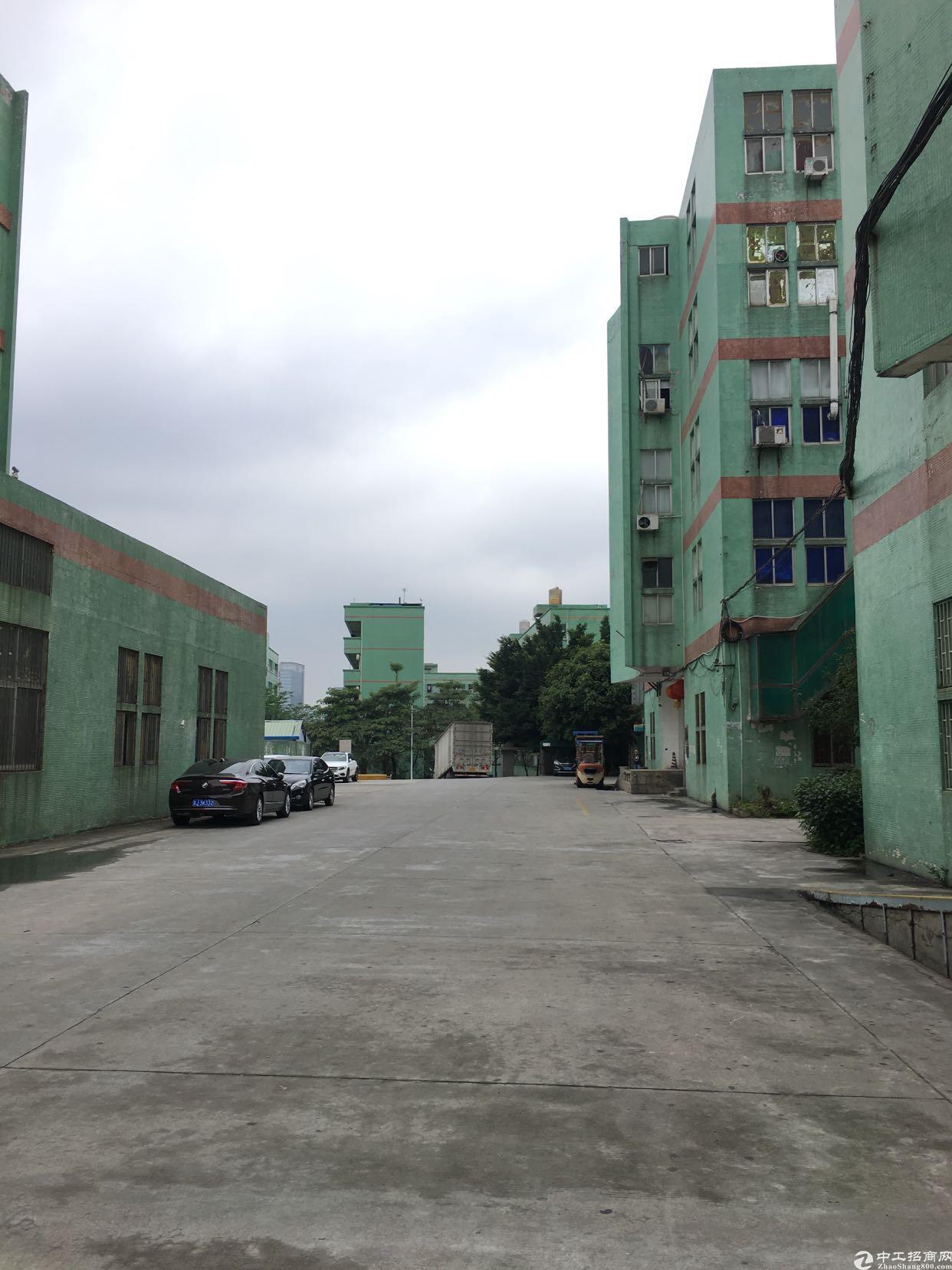 布吉上李朗新出楼上4-5楼5000平方大小分租。
