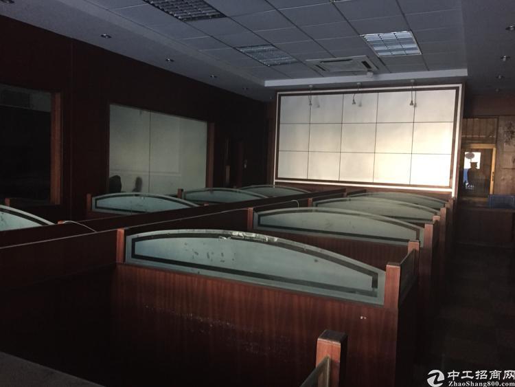凤岗雁田新出一/二楼带装修的办公室400平出租