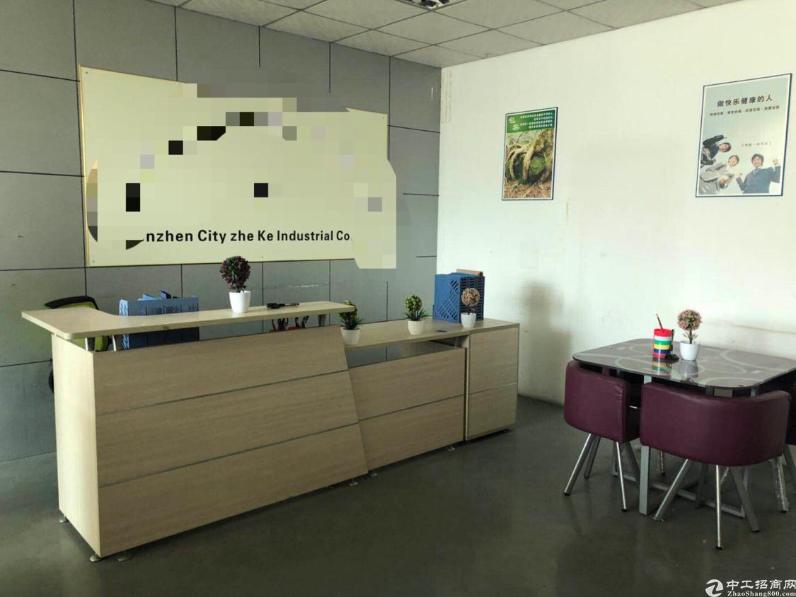 石岩龙大高速口附近新出楼上800平米租金19元厂房出租