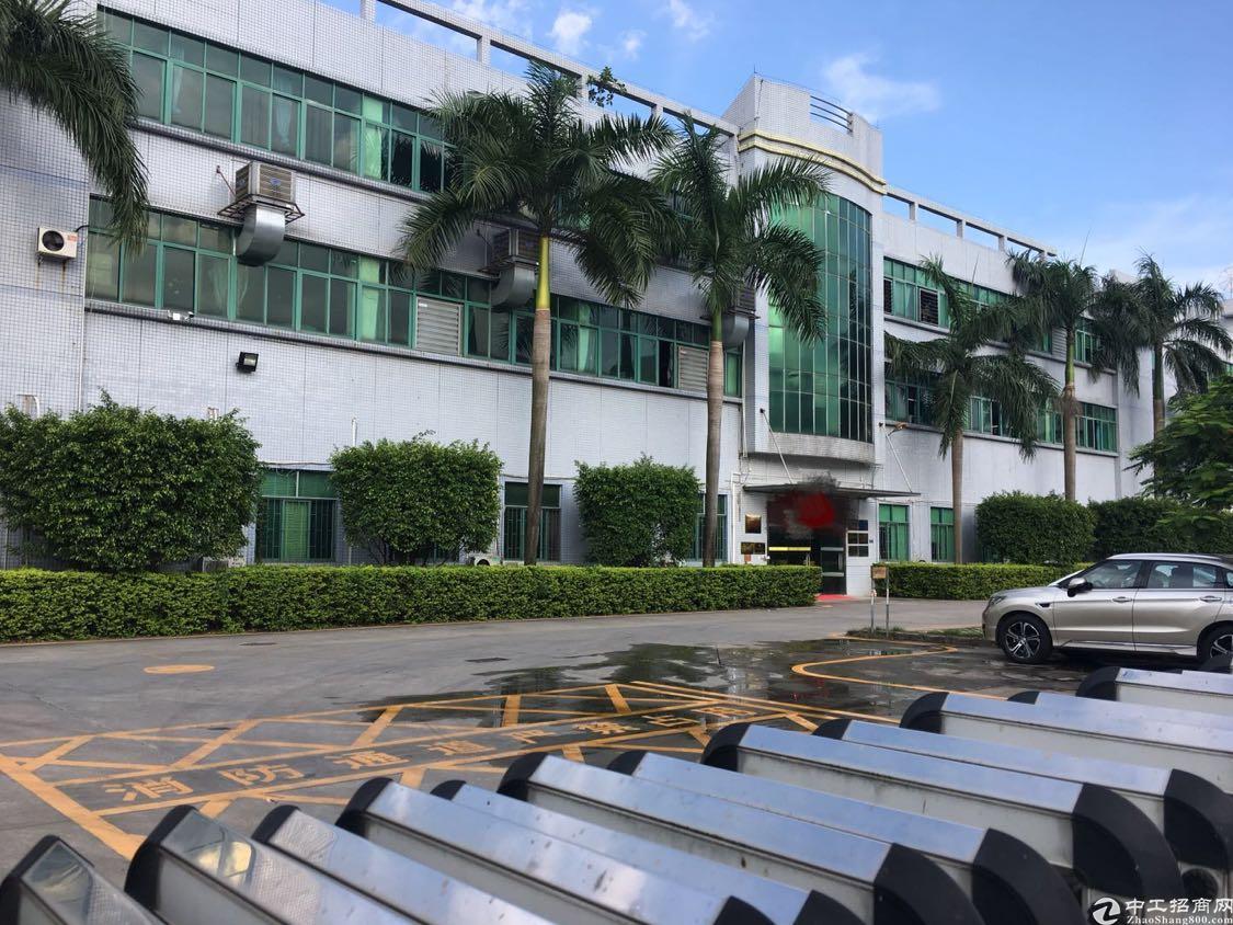 观澜梅观高速出口新出原房东厂房1-3层15300平,花园式厂