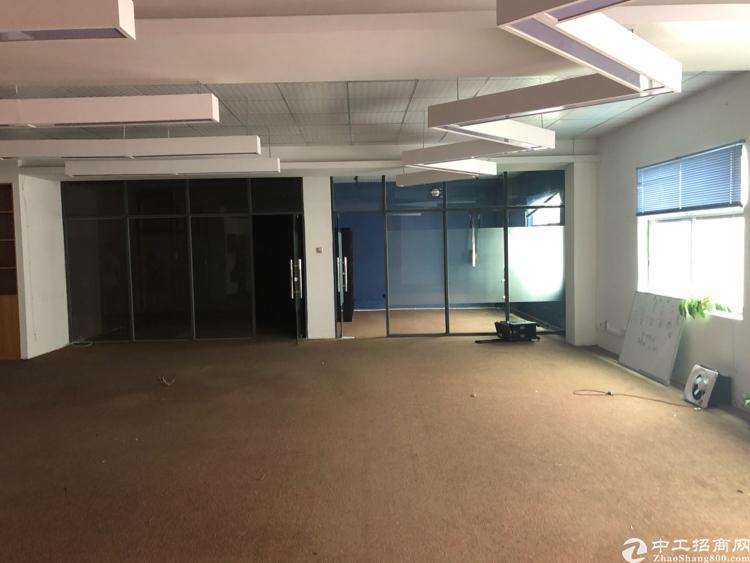 横岗六约社区楼上厂房带装修300平方