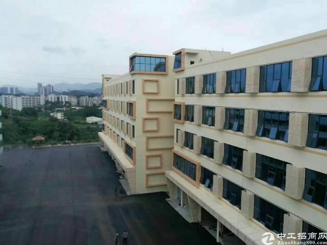 平湖华南城上木古工业区楼上1000平方米带装修厂房招租