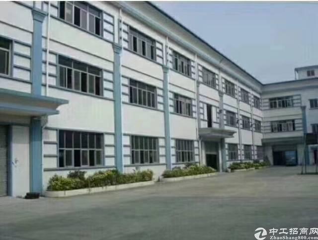平湖富民工业区独院厂房出租。