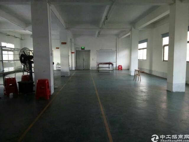 坪地中心村新出楼上带办公室400平米厂房出租