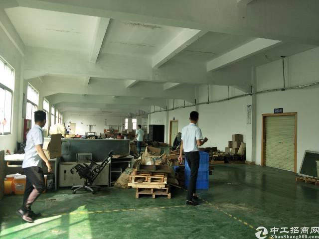 松岗沙浦围地铁口附近新出1600平米精装修厂房可分租800平