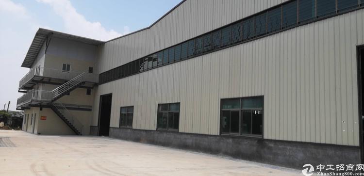 光明新区再现十米高钢结构厂房