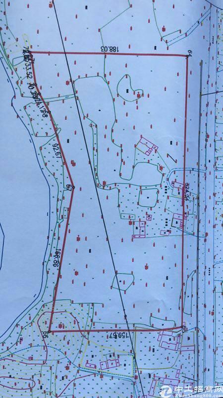 土地7万平,有国土证,红线图,工业用地证,件齐全,租金六块。