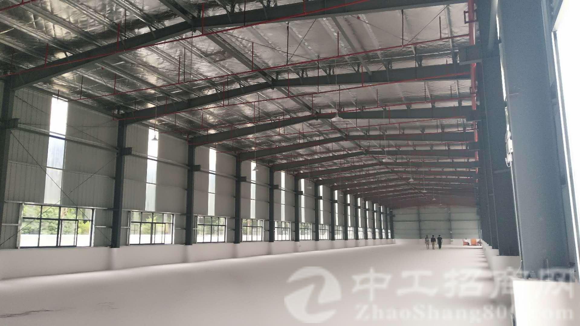 钢结构厂房5600平滴水7.5米带空地4000出租