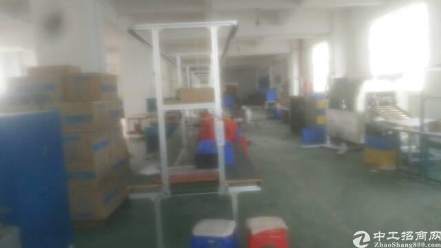 松岗江边工业区有楼上标准厂房1200平出租
