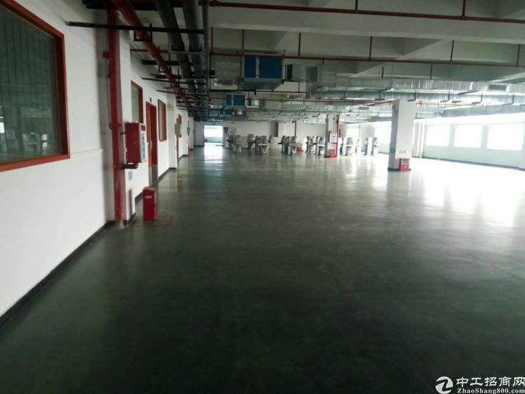 长安镇乌沙新出楼上4500平厂房出租