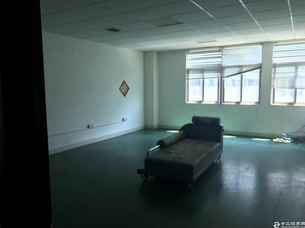 公明新出楼上700平实际面积出租,带办公室精装修