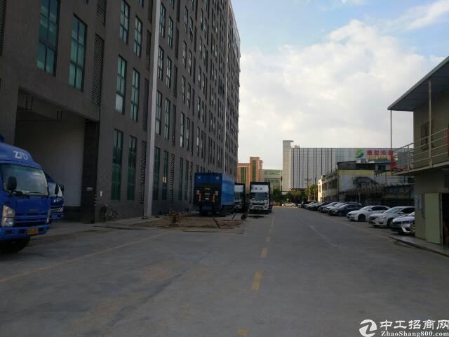 高新区搂上一整层5000平方米带消防喷淋厂房出租