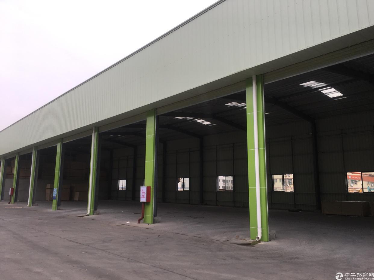 西乡固戍宝源路旁12000平方钢构出租,租金50元月。