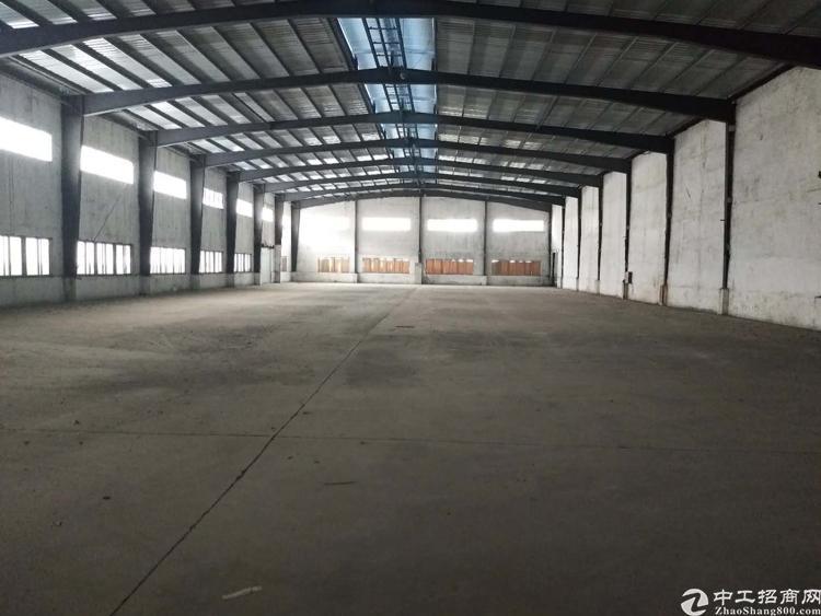 单一层钢结构厂房26800平,高度10米,办公室1300平.