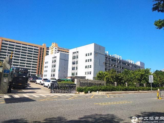 龙岗区坪地二楼精装修1500平带电梯形象好空地大