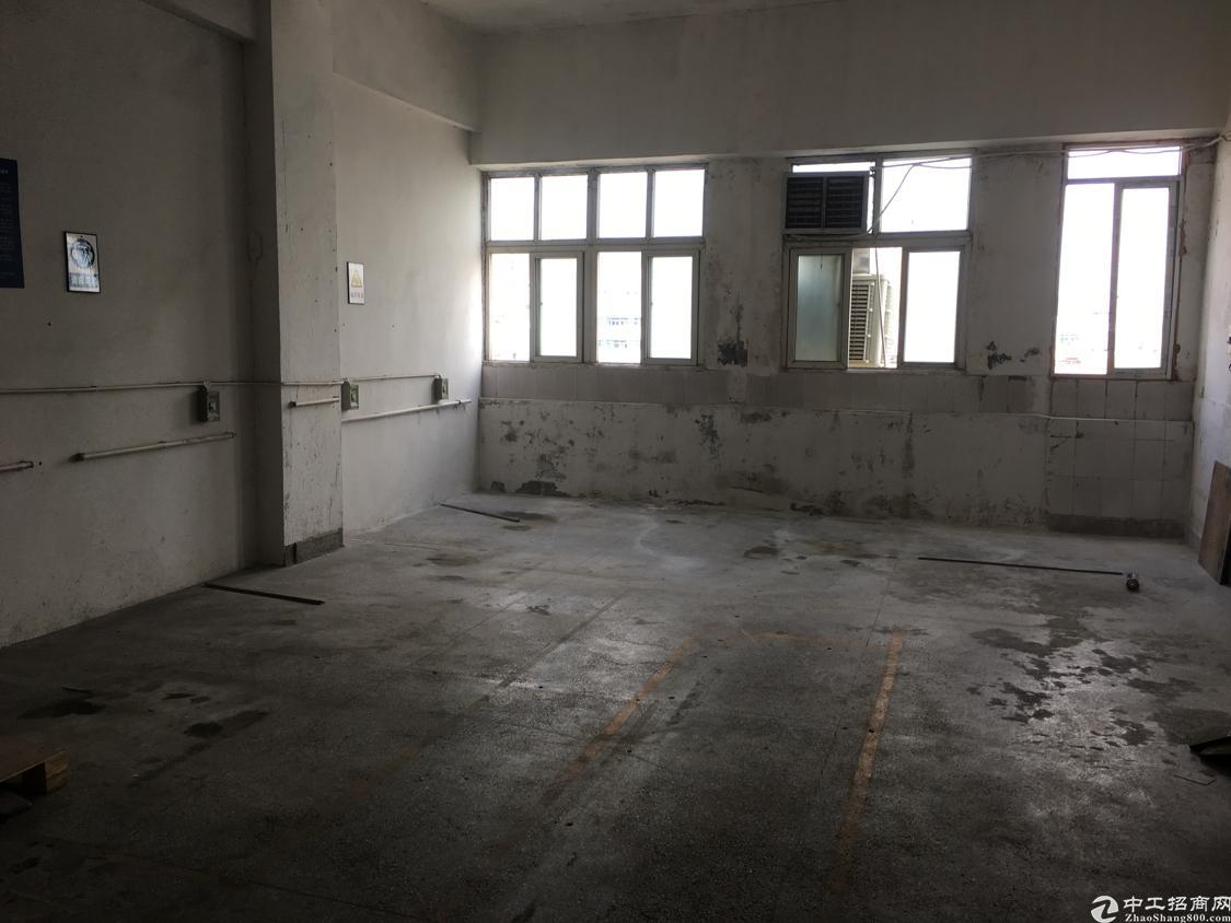 福永主干道的重工业厂房