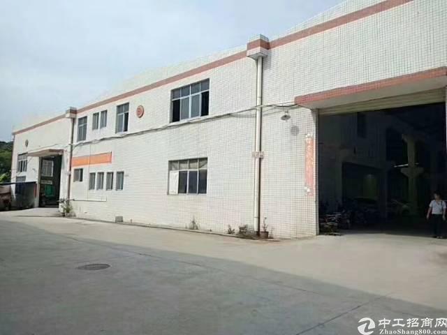 坪地周边新出独栋钢构厂房4880平米砖墙到顶大小可分租带牛角
