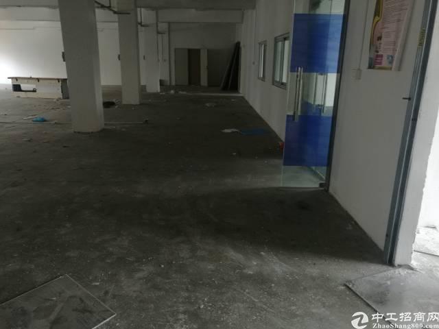 横岗地铁站附近新出三楼900平厂房出租