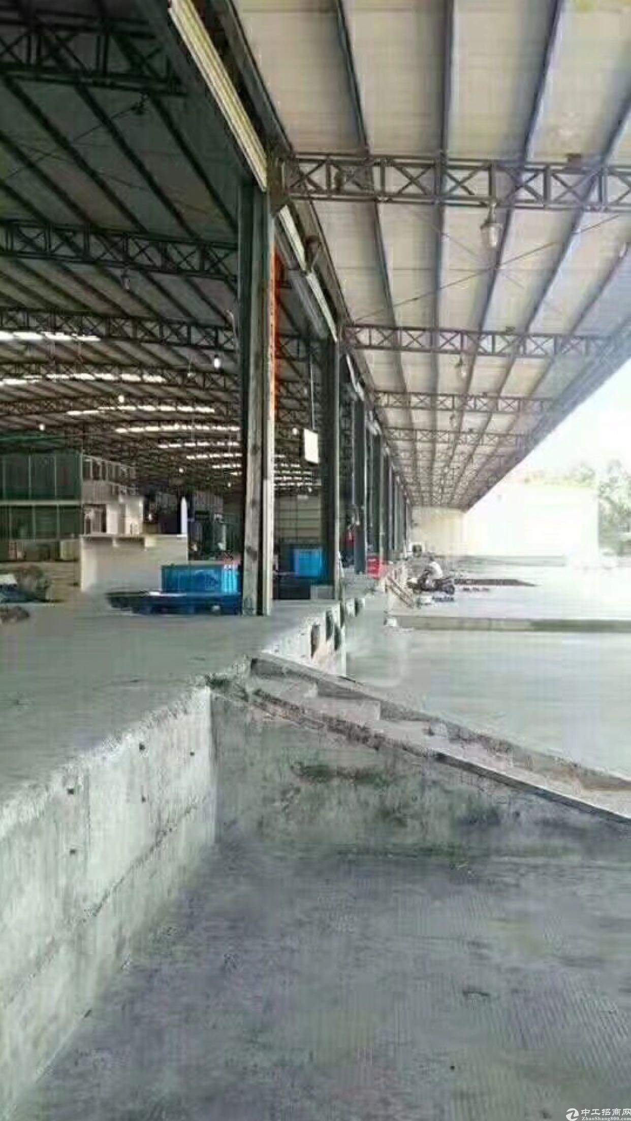 福永凤凰钢构7500平有卸货平台