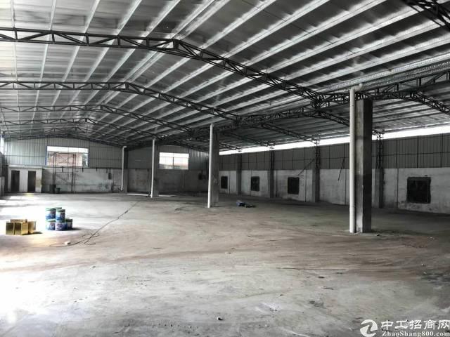 厂房单一层滴水10米,砖墙到顶6000平方,宿舍1650平方