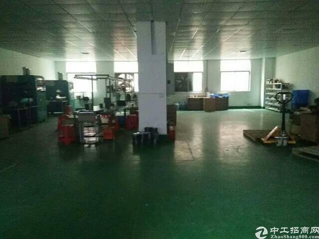 楼上厂房急租带地坪漆现成办公室