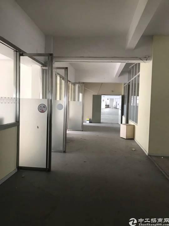 坂田地铁c出口新出楼上500平米房子