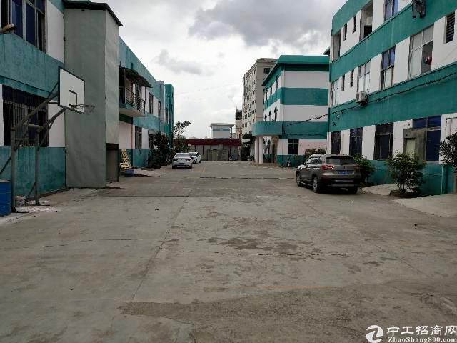 长安锦厦新出楼上整层精装修厂房。