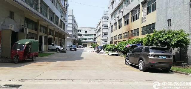 福永龙王大型工业区~个人厂房 三楼658平米租金25打包~电