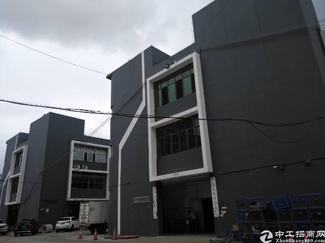 福永凤凰工业区楼上整层1400平米厂房招租