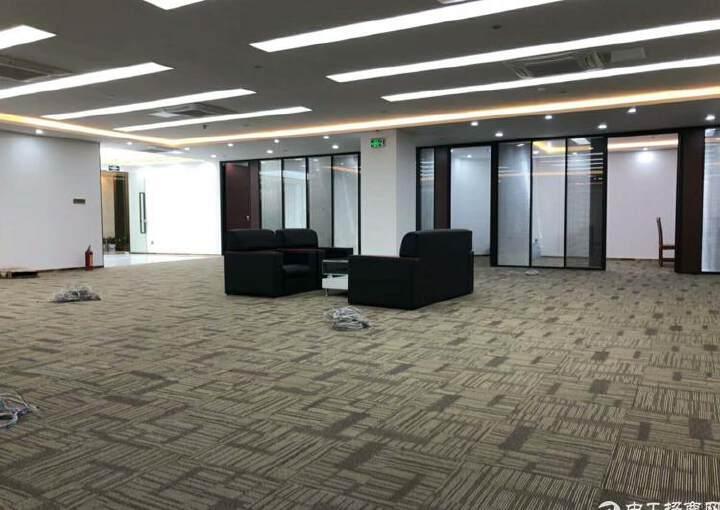 龙华中心区地铁口五分钟路程甲级精装修写字楼750平出租图片1
