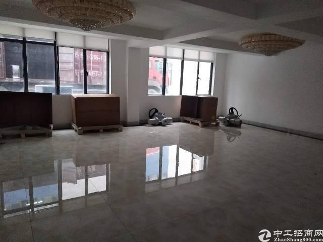石岩松柏路边上新出楼上带精装修140平米厂房出租欢迎咨询